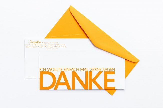"""Grußkarte """"DANKE"""" mit orangem Briefumschlag und Rückseite"""
